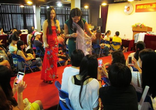 香港服装学院举办国际时尚大师服装创意设计沙龙讲座