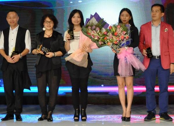 广东十佳服装设计师颁奖现场